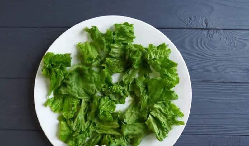 рвём зелёную листву салата