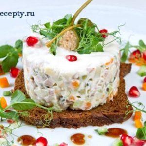 Салаты Оливье на Новый Год 2019 рецепты с фото простые и вкусные