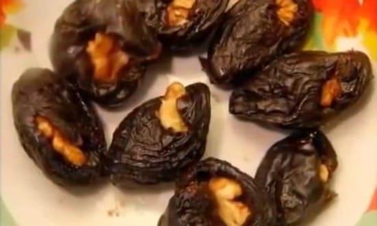 начиняем чернослив грецким орехом