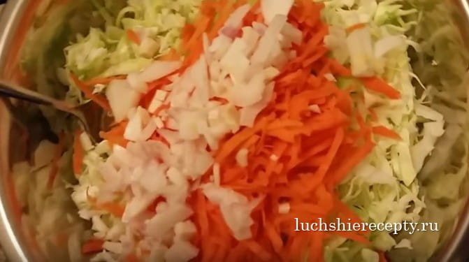 шинкуем капусту_лук_морковь