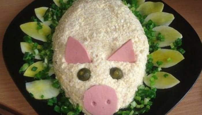 вкусный новогодний салат свинка