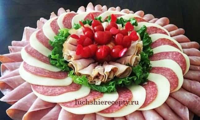 колбасно сырная нарезка на праздничный стол фото пошагово