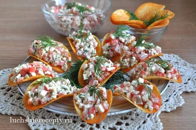 крабовый салат на чипсах