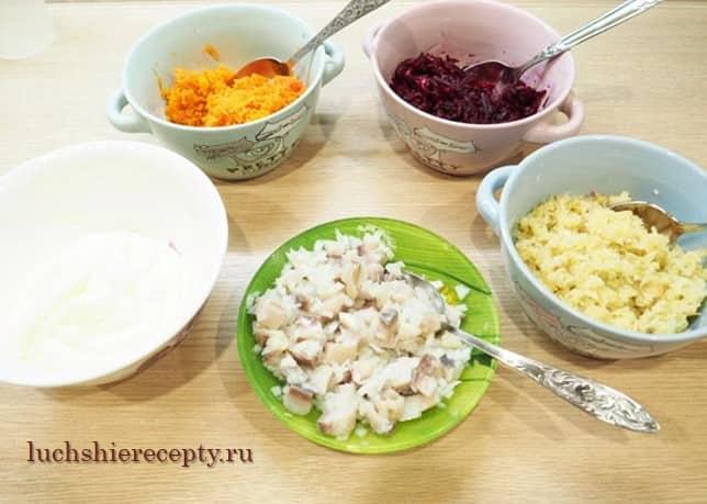 приготовим все продукты для шубы с желатином