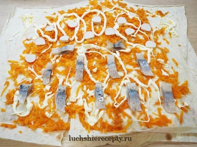 салат под шубой в лаваше добавляем крабовые палочки