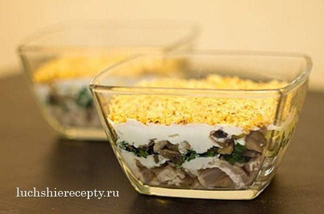 салат с курицей и грибами классический
