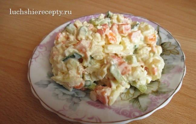 салат с куриной грудкой и огурцами свежими