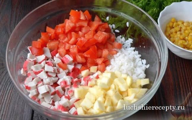 смешиваем продукты в блюде