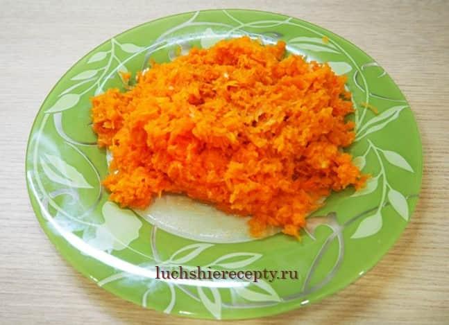 трем морковь на терке для салата под шубой