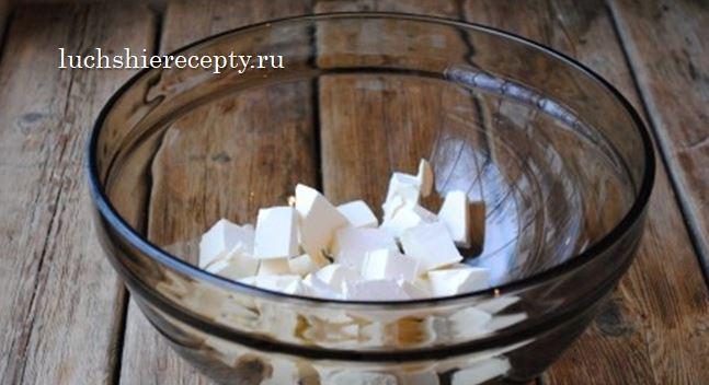Масло измельчаем кубиками