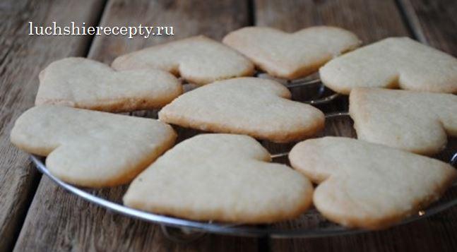 Отправляем будущее печенье в духовку