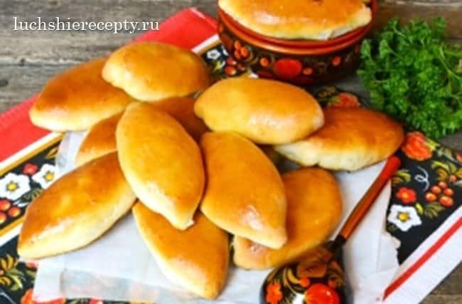 пирожки, начинённые картошкой и грибами на рождество