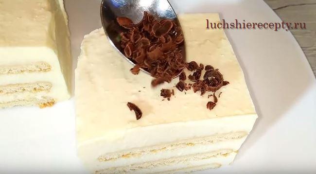 посыпаем тортик тертым шоколадом