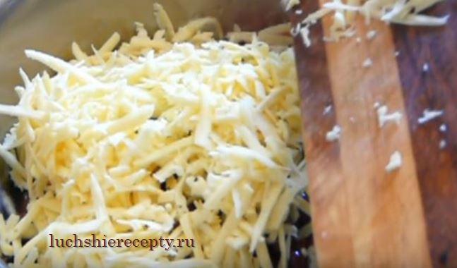 добавляем твердый натертый сыр
