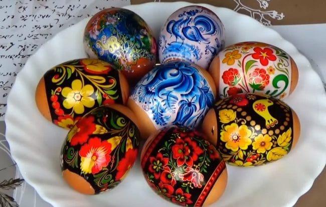 украшаем яйца пасхальными термо наклейками