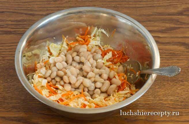 фасольки и выложить в нашу большую миску с салатом