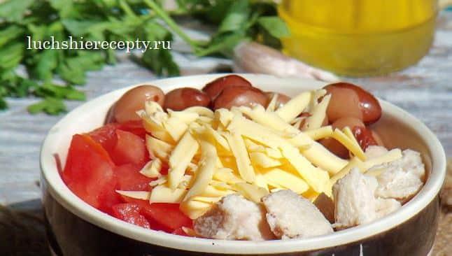 филе помидоры фасоль смешиваем и добавляем сыр