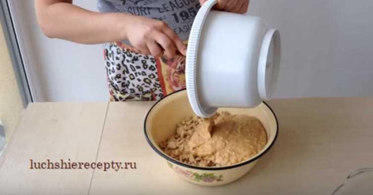 соединяем крем и печенье