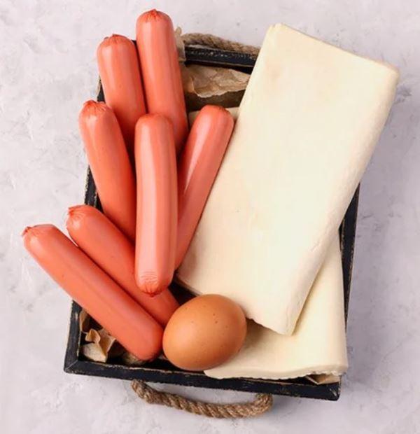 набор необходимых продуктов для оецепта сосисок в тесте