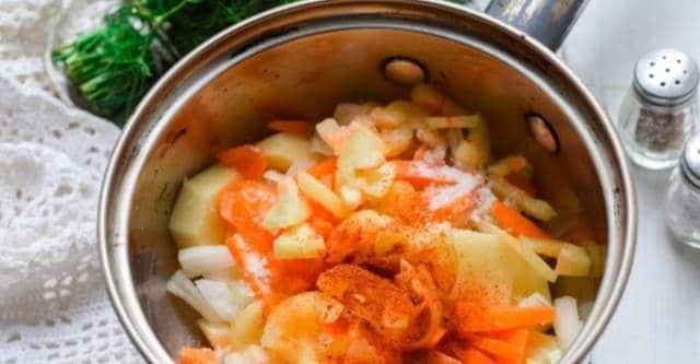 добавляем паприку соль и перец