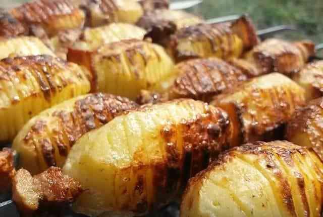 как приготовить шашлык из картошки с салом на мангале