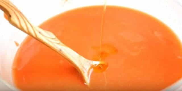 получился томатный сок с овощами и чесночком