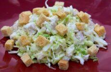 Салат из Свежей Капусты с Курицей и Сухариками