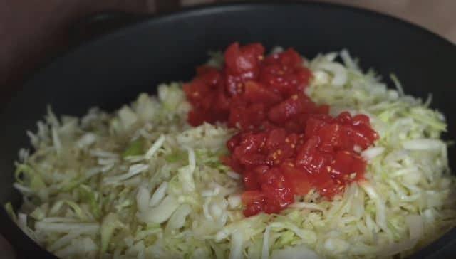 тушим капусту на сковородке