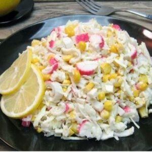 Крабовый салат с капустой белокочанной - сочный вкусный рецепт