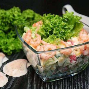 Крабовый салат с креветками и крабовыми палочками