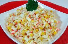 Крабовый салат с рисом и кукурузой - пошаговый рецепт с фото