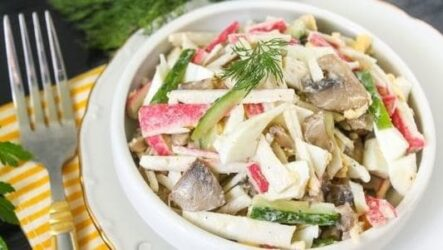 Крабовый салат с шампиньонами - пошаговый рецепт с фото