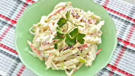 Крабовый салат с сыром и яйцами - простой пошаговый рецепт