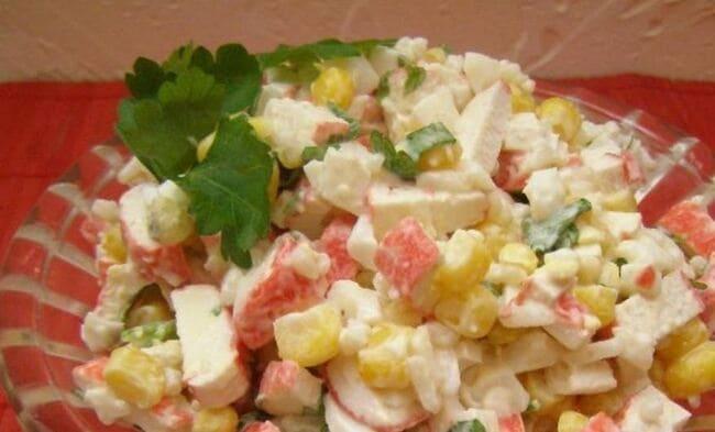 рецепт крабового салата с рисом и кукурузой