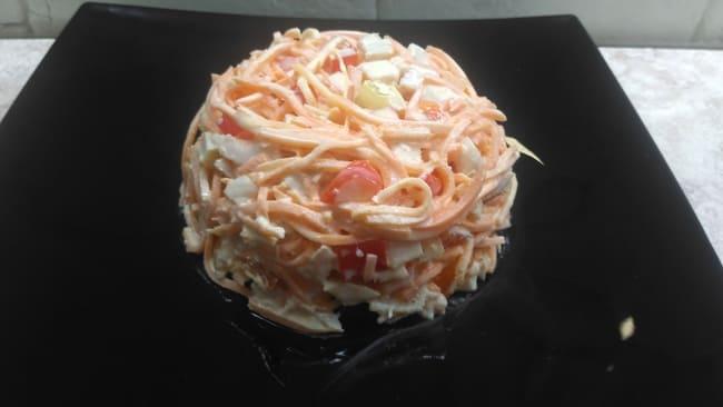 выкладываем наш салат на красивую тарелку