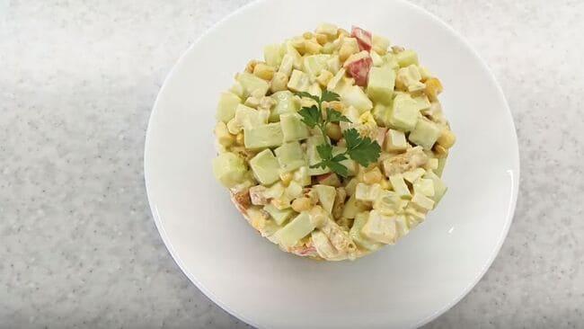 рецепт салата с крабовыми палочками и сухариками