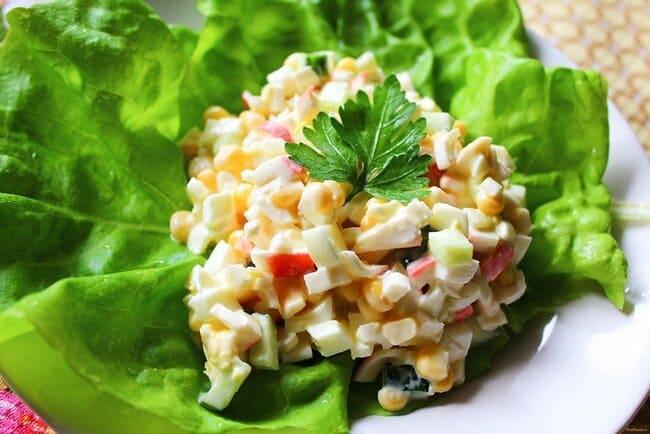 рецепт салата с крабовыми палочками и яйцом