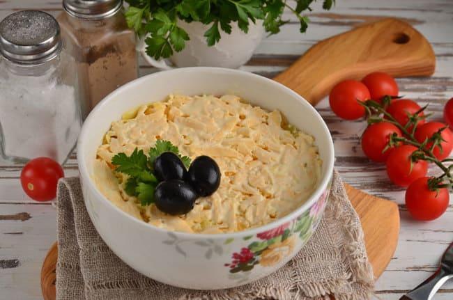 рецепт слоеного салата со шпротами