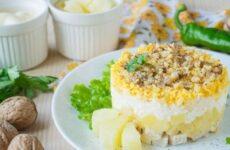Салат Дамский каприз с курицей и ананасом классический рецепт