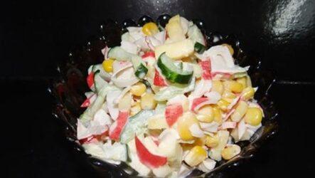 Салат с крабовыми палочками и яблоком - очень свежий и вкусный
