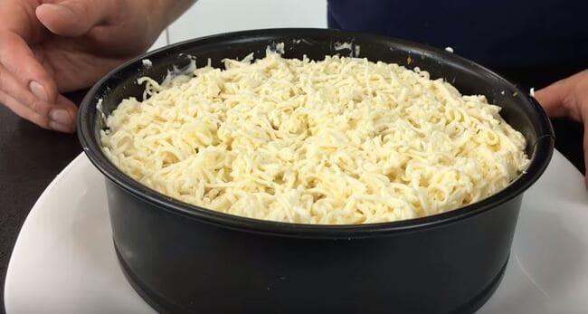 седьмым слоем натераем плавленный сыр