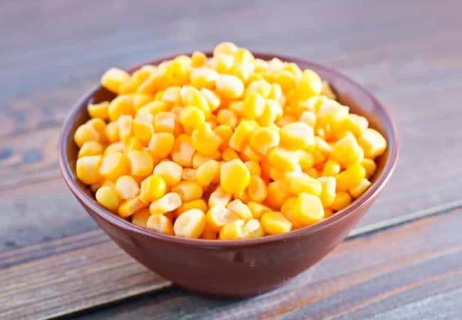 сливаем воду с кукурузы