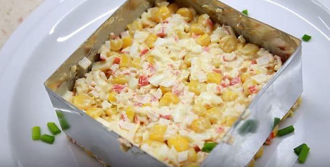 выкладываем салатик в формочку