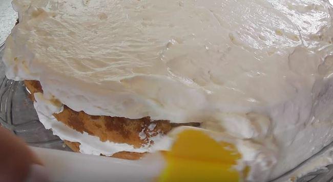 промазываем кремом бока торта