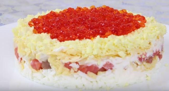салат царский с семгой и красной икрой