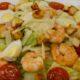 Салат Цезарь с креветками рецепт в домашних условиях