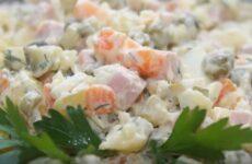 Салат Оливье с колбасой и соленым огурцом рецепт классический