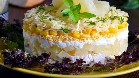 Салат с курицей ананасами кукурузой и сыром рецепт слоями
