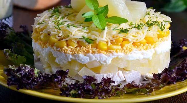 салат с курицей ананасами кукурузой и сыром