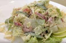 Салат с пекинской капустой и ветчиной вкусный и нежный